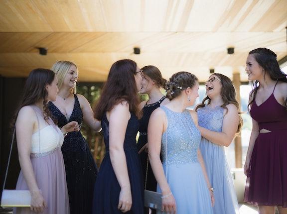 Tanie sukienki na wesele. Jaki sklep internetowy odwiedzić?