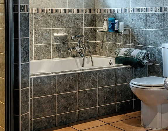 Jak tanio wyremontować łazienkę?