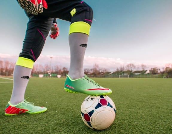 Jakie buty piłkarskie na sztuczną trawę?