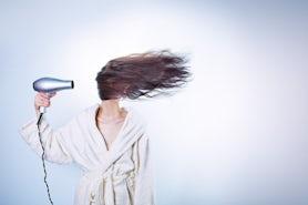 Suszarka do włosów z jonizacją. Gdzie kupię najtaniej?