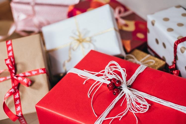 pierwszy rok randki prezenty świąteczne dla niej spotyka się z filipińskim facetem z Ameryki