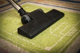 5 skutecznych trików na czystość w domu za pomocą… odkurzacza